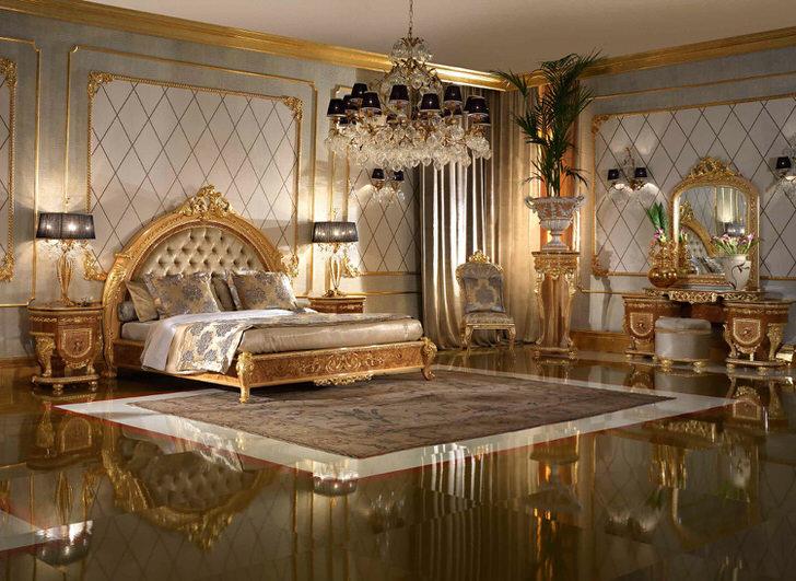 Изысканная спальня оформлена в стиле ампир. Кровать с высоким изголовьем, обитым натуральным шелком, стоит в центре дизайнерской композиции.