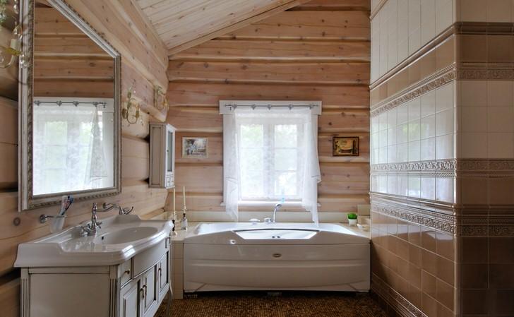 Малогабаритная ванная комната в стиле шале на даче недалеко от Белгорода.