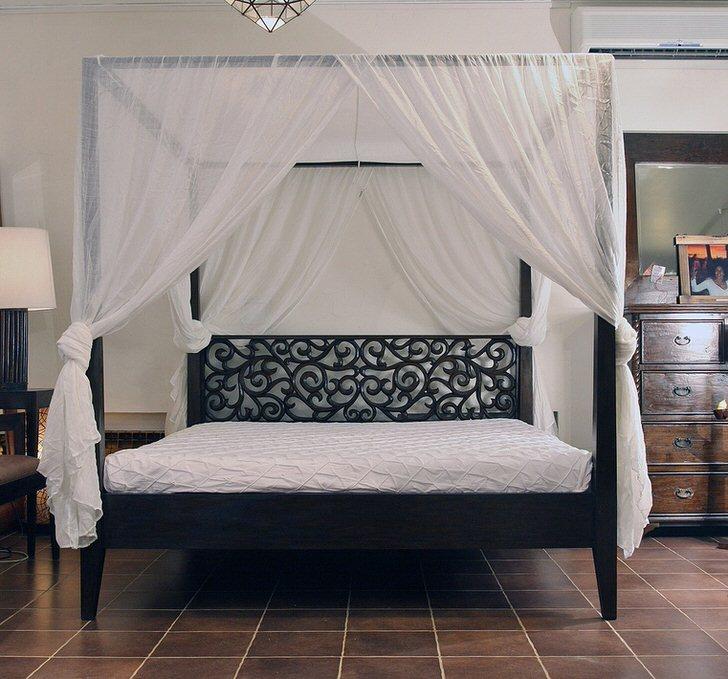 Спальня в стиле модерн привлекательна правильной организацией спального места. Для пошива балдахина использовалась легкая натуральная ткань.