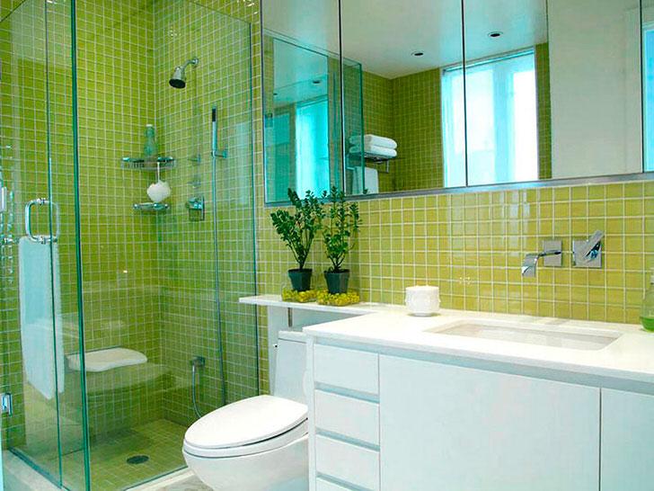 Использование стеклянных перегородок позволяет зрительно увеличить пространство ванной комнаты.