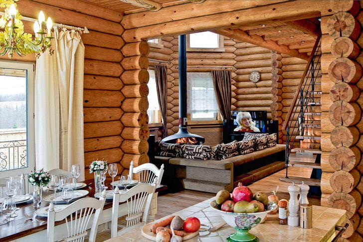 Подвесной камин - то, что нужно для оформления гостиной в деревенском стиле.