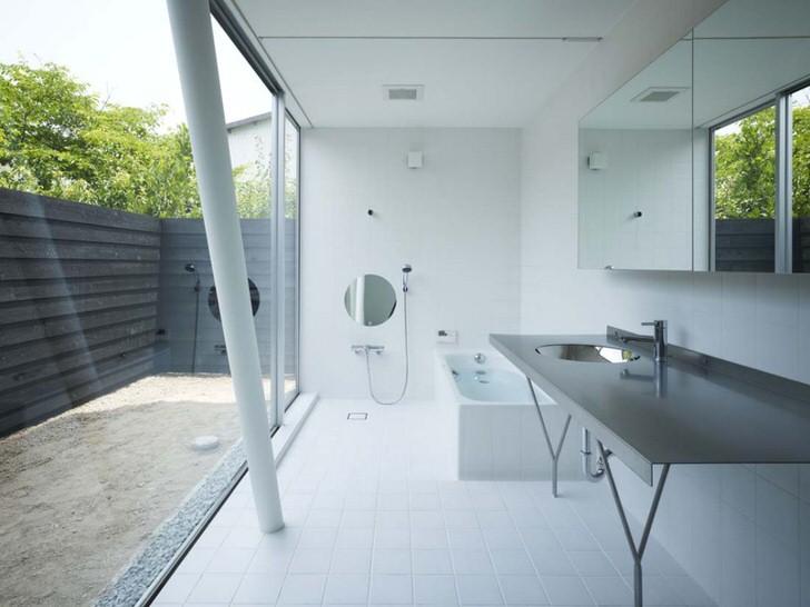 Ванная в стиле минимализм в загородном доме недалеко от Индианаполиса.
