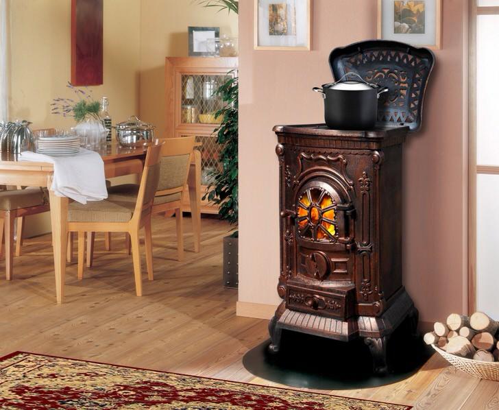 Печь-камин длительного горения на даче может использоваться для приготовления еды. Функциональное решение, позволит сэкономить пространство в доме.