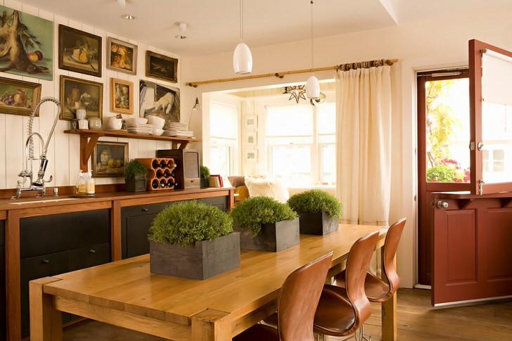 Интересным элементом декора кухни в средиземноморском стиле становятся живые растения в одинаковых горшках. Свежая зелень разбавляет обстановку, делает ее расслабляющей, способствующей отдых от внешнего мира.