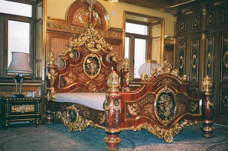 Золотой декор мебели