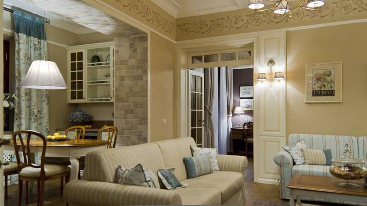 Комната для гостей в городской квартире в Челябинске оформлена в средиземноморском стиле. Скромный, сдержанный интерьер идеален для малогабаритных квартир.