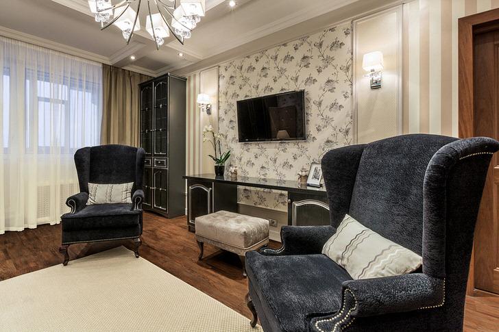 Дизайнерский проект для гостиной в неоклассическом стиле был создан по заказу испанского журналиста.