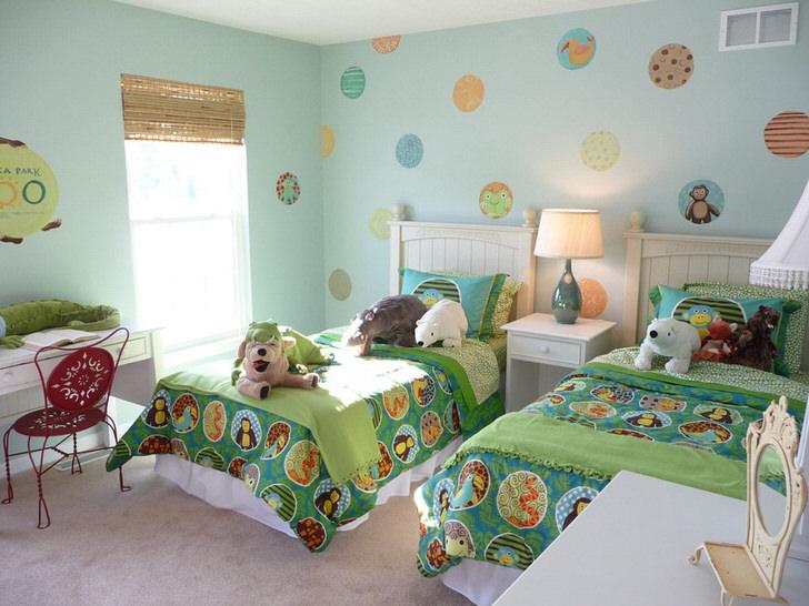 Яркий, красочный, запоминающийся дизайн детской комнаты в загородном доме в Подмосковье.