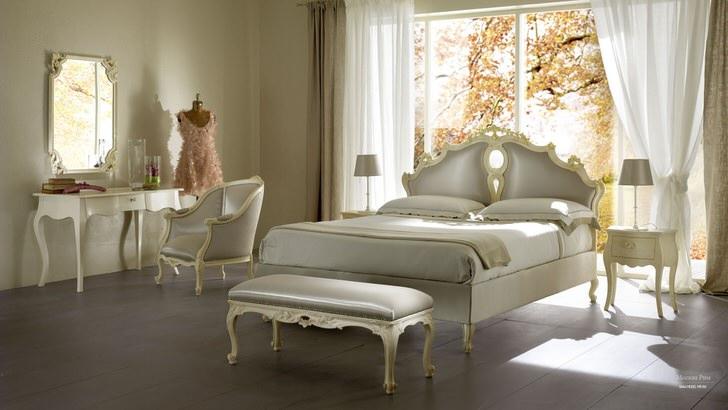 Дизайнерский проект для спальни в неоклассическом стиле составлен по заказу молодой состоятельной англичанки.