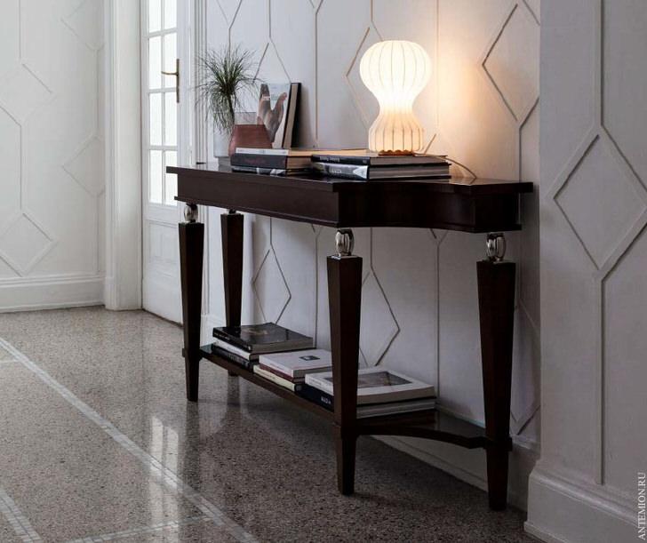 Изящный столик для прихожей в стиле арт деко.