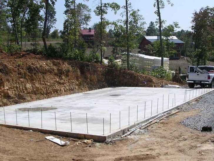 Монолитный фундамент для просторного загородного дома.