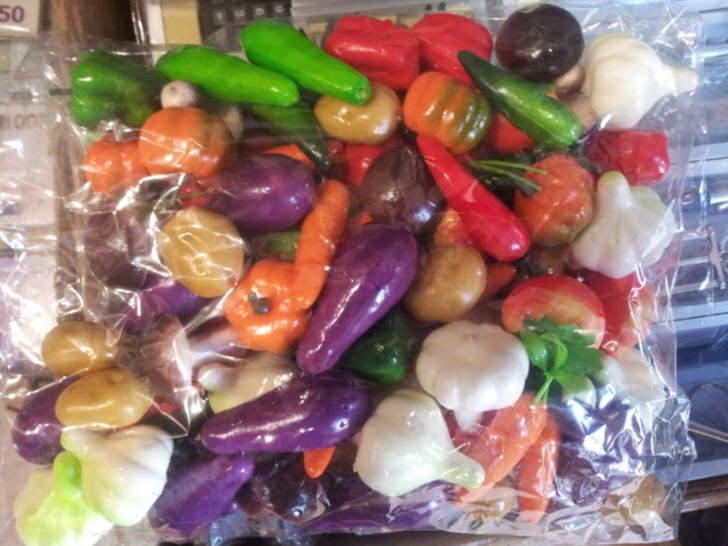 Искусственные овощи для создания композиций.