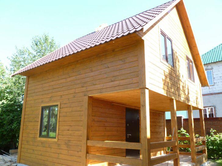 Проект дома с высокой мансардой и баней 6 на 6 метров.