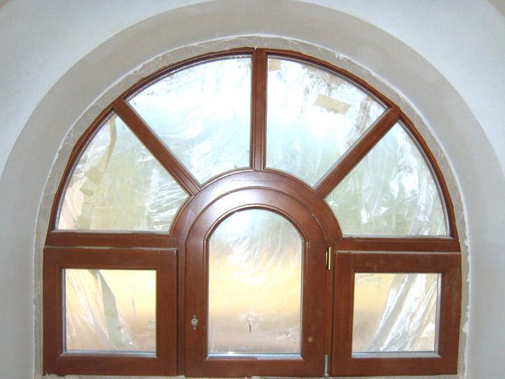 Арочные окна из дерева