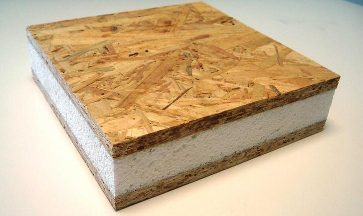 Сендвичь-панель. Достоинства - быстро строится, нет необходимости ждать усадки. Недостатки - материал из органики, обладает абсолютной герметичностью, срок службы 25 лет.
