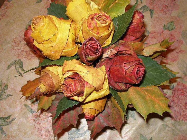Цветы из осенних листьев