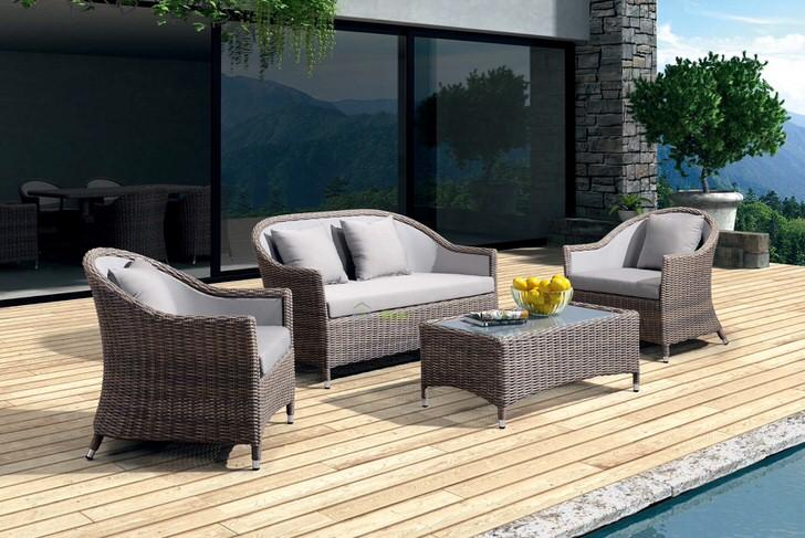 Мебель из искусственного ротанга создана для просторных открытых терасс.