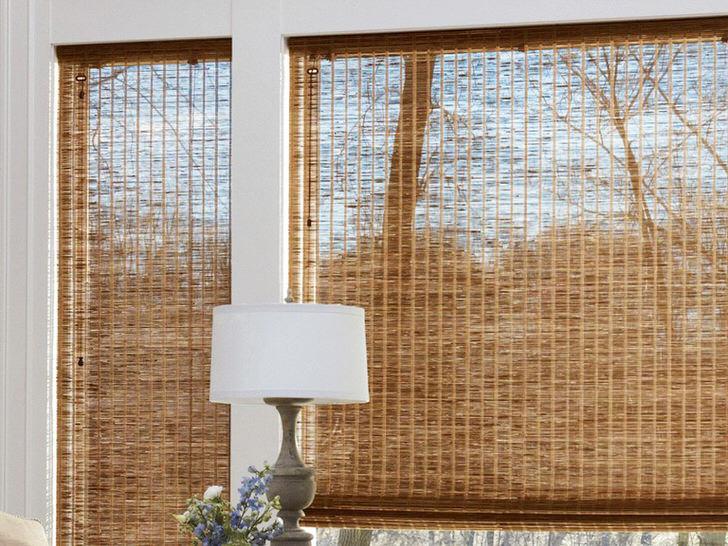 Оригинальные декоративные шторы из льна насытят гостиную природной гаммой цветовых оттенков.