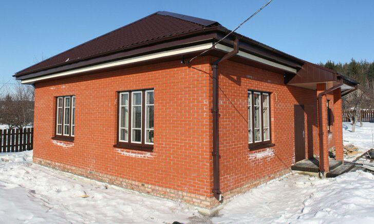 Дом из кирпича это основательно, надолго и красиво если вы доверите его строительство настоящим мастерам.