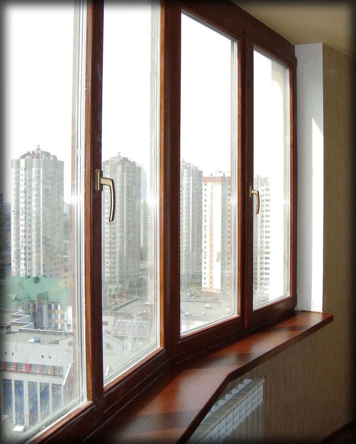 Деревянные окна цвета венге в Московской многоэтажке.
