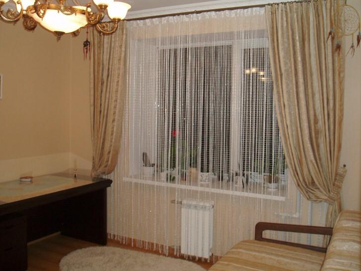 Изысканно и элегантно выглядят шторы нити с вставками люрекса.