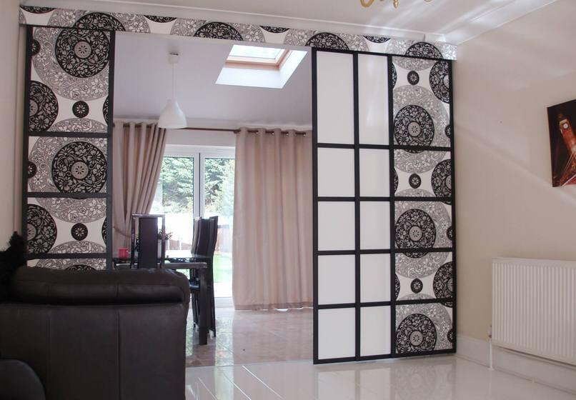 Традиционные каркасные раздвижные японские шторы в авангардном стиле.