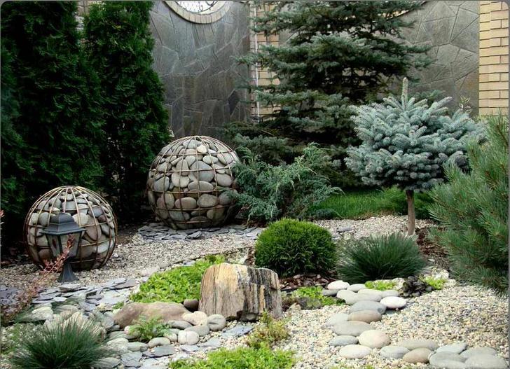 Украсят рокарии простейшие формы каменных скульптур, геометриеских форм - габионы.