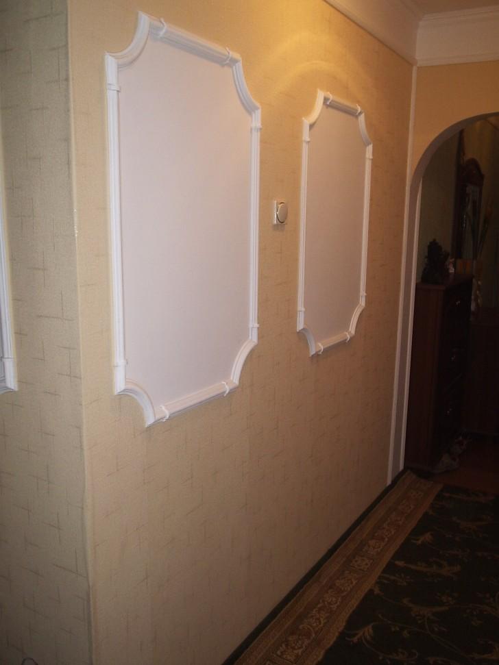 Такие вставки в римском стиле украсят унылый вид прихожей и коридоров в вашей квартире.