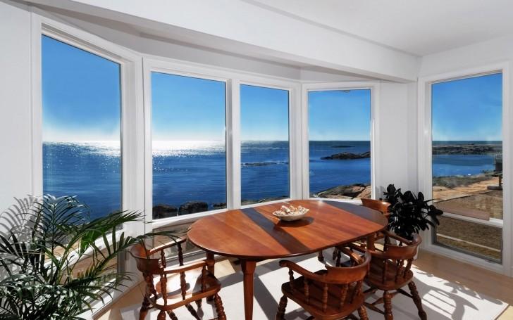 Для помещений с большими окнами, окна из алюминия оптимальный вариант, если дом на берегу Средиземного моря.